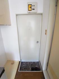 メゾンイケダ 202号室の玄関