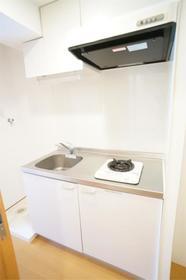 ロイヤル鶴見市場 102号室のキッチン