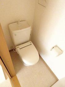 ラトゥール諏訪坂 205号室のトイレ