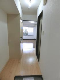 レジデンス駒沢 103号室の玄関
