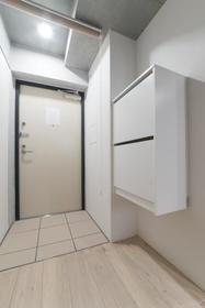 鷹番2丁目マンション 302号室の玄関