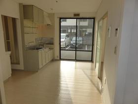 サンビレッジナガシマ B棟 201号室のリビング