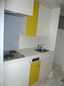 グリーンヒル鷹番 103号室のキッチン
