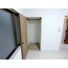 モトマチコア 102号室の収納