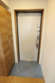 エメラルドブルー久が原 303号室の玄関