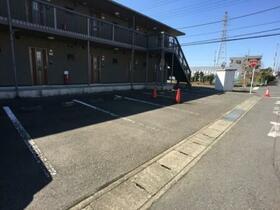 メゾン・ボナール 206号室の駐車場