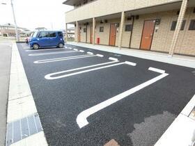 D-room思川ルージュ A 206号室の駐車場