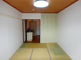 第一グリーンハイツ 205号室のベッドルーム