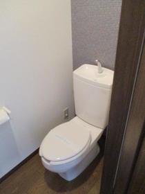 グリーンフィールド石阪B棟 102号室のトイレ