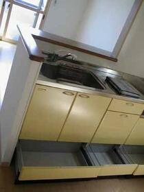 シャトーファミリーハイツ E 201号室のキッチン