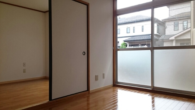 メゾン栄和 01010号室の収納