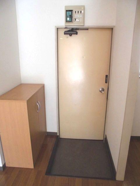 メゾン栄和 01010号室の玄関