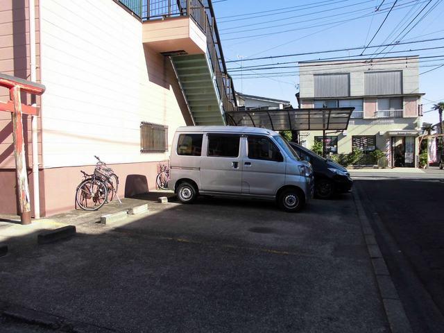 メゾン栄和 01010号室の駐車場