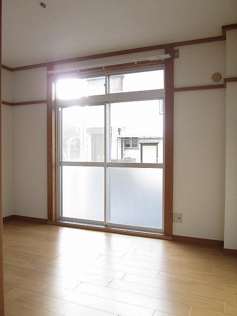 ジュネスシモガキ 01020号室のリビング