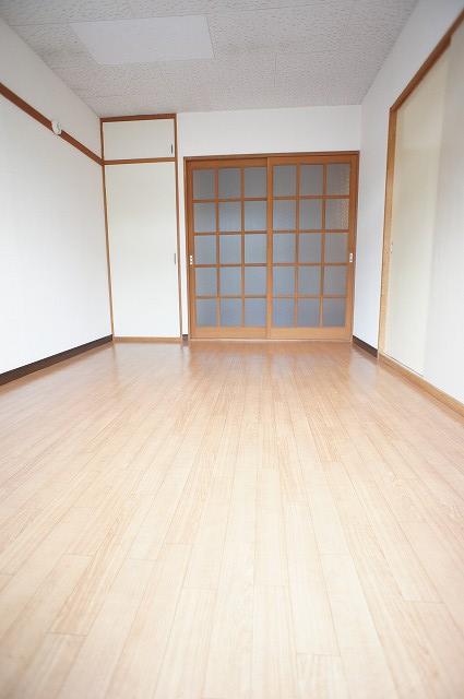 エルディム藤ニュータウン2 01010号室のリビング