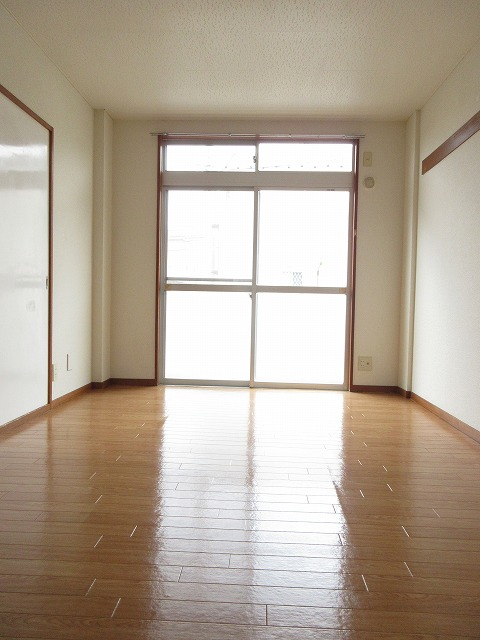 エルディム藤ニュータウン3 01040号室のリビング