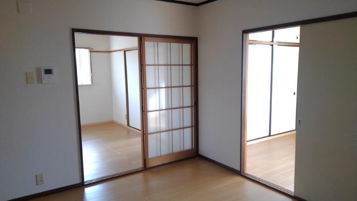 エルディム川島 01010号室の居室