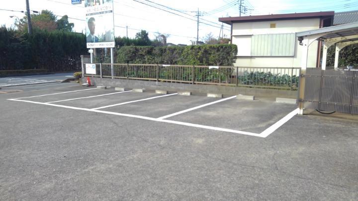 エルディム川島 01010号室の駐車場