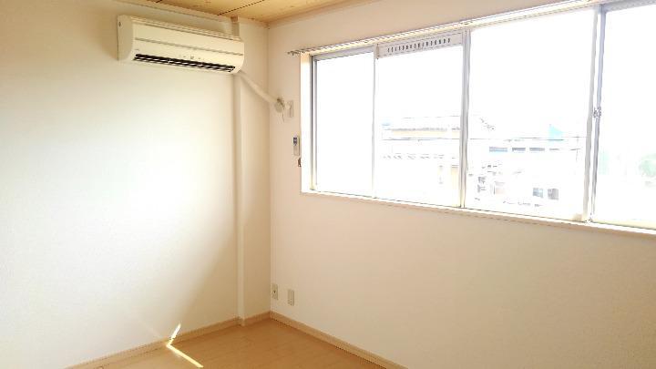 エルディム川島 02020号室の居室