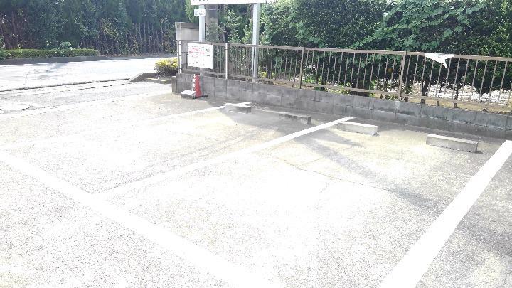 エルディム川島 02020号室の駐車場