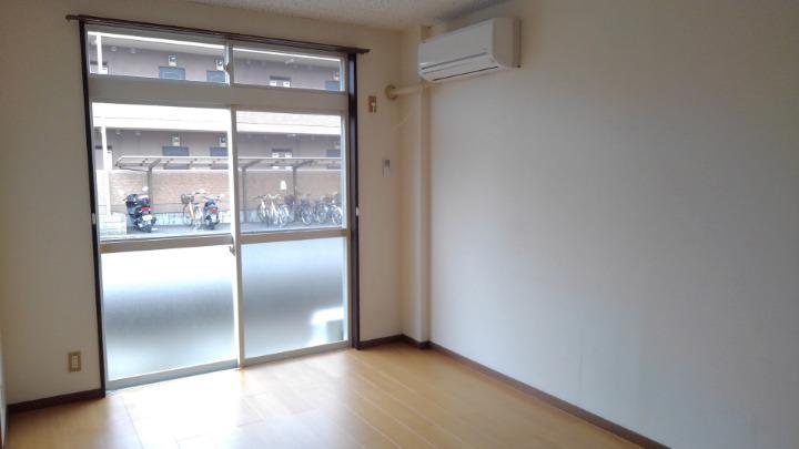 エルディム酒井 01010号室の居室