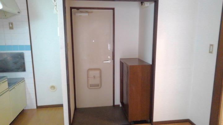 エルディム酒井 01010号室の玄関