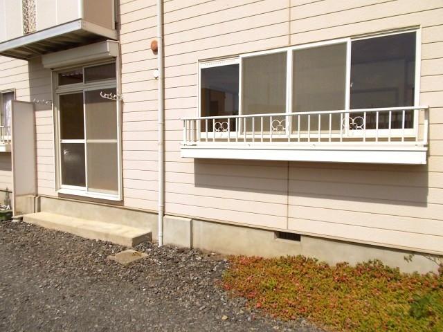 ロイヤル川田 01010号室の庭