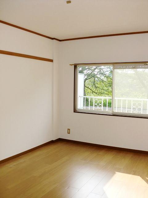 エルディムリバーサイド 01040号室の居室