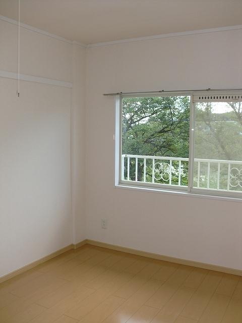 エルディムリバーサイド 02040号室の居室