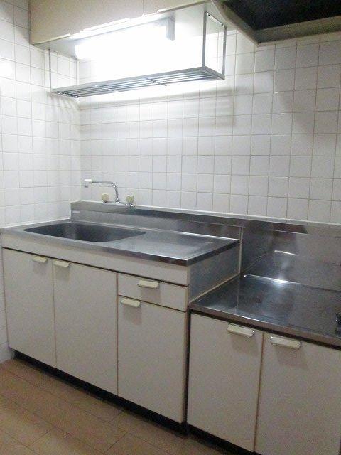 ファミリーステイツ3 02050号室のキッチン