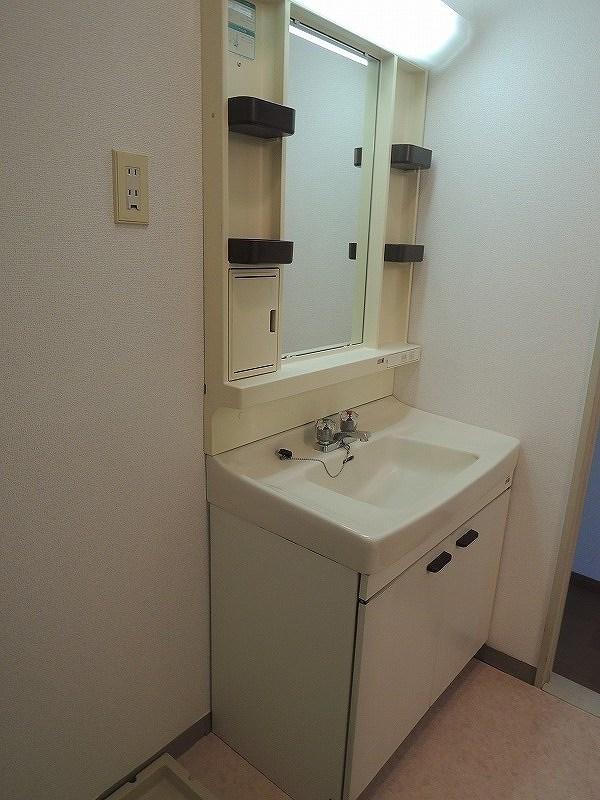 ファミリーステイツ3 02050号室の洗面所