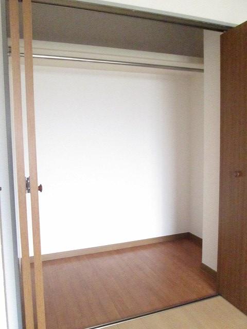 ファミリーステイツ3 02050号室の収納