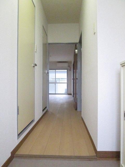 ファミリーステイツ3 02050号室の玄関