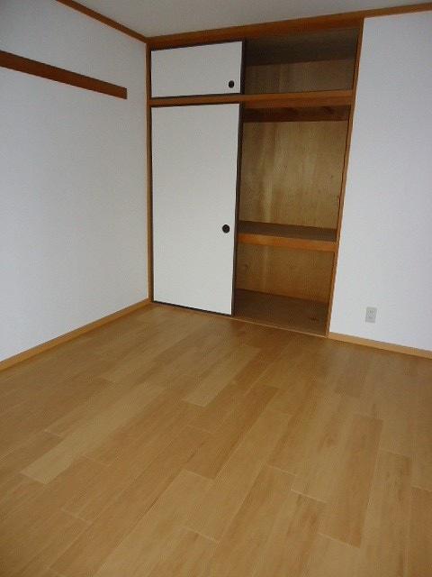 サンサニーハイツ 01020号室の居室