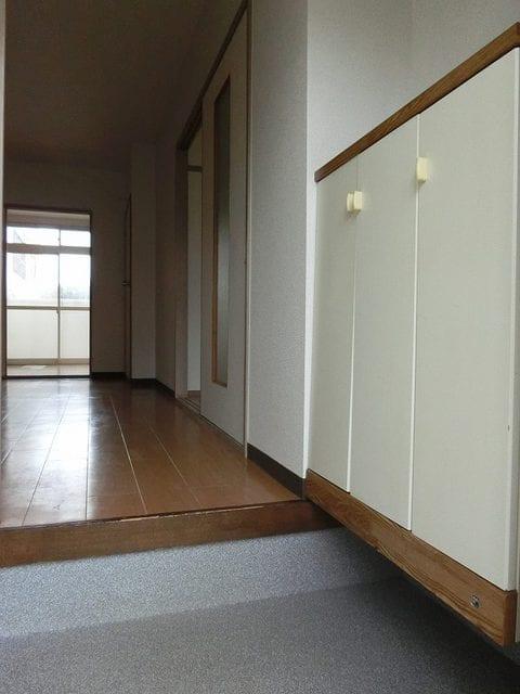 メゾンベールB 01020号室の玄関