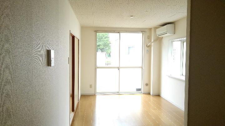 エルディム美鈴 01060号室のリビング