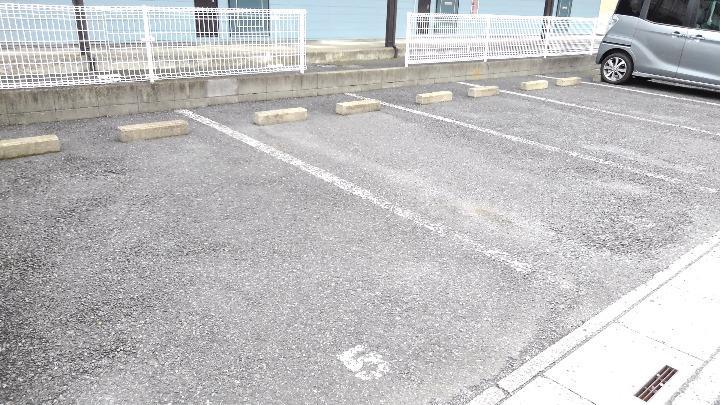 エルディム美鈴 01060号室の駐車場