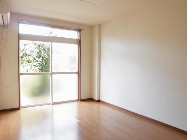 サンライフホリゴメA 01020号室のリビング