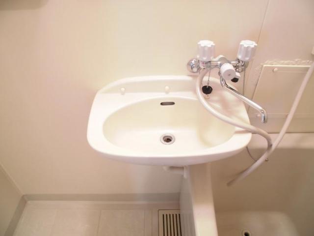 サンライフホリゴメA 01020号室の洗面所