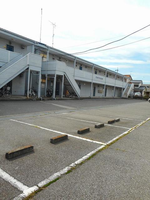 サンライフホリゴメA 01020号室の駐車場