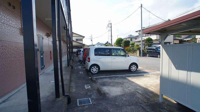 エルディムコスモス 02020号室の駐車場