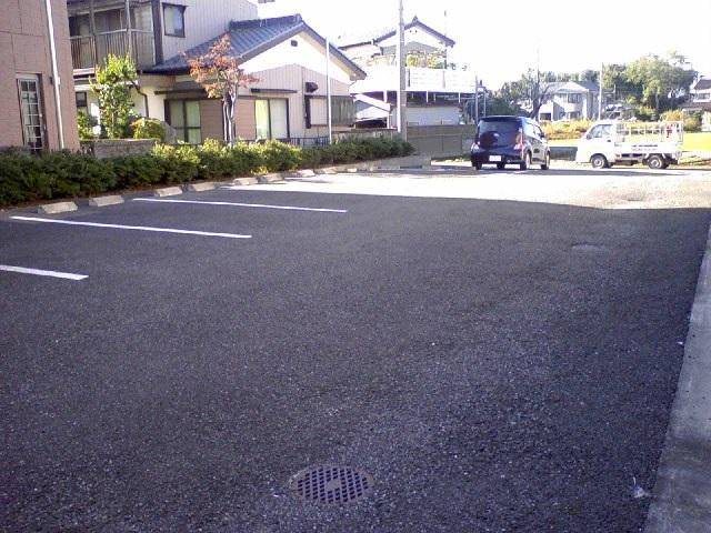 エルディム・大塚 01010号室の駐車場