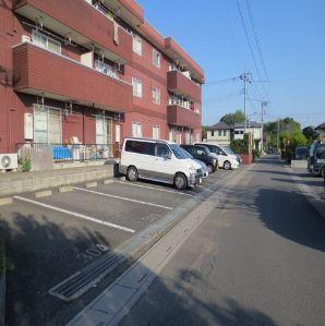 メゾンド長島 02040号室の駐車場