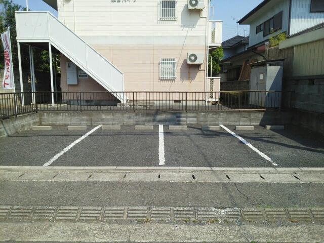 泉台ハイツ 02010号室の駐車場
