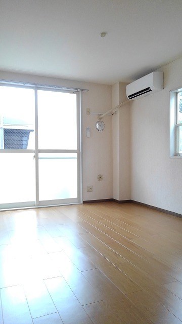 エルディム蓮田シティⅡ 01020号室のリビング