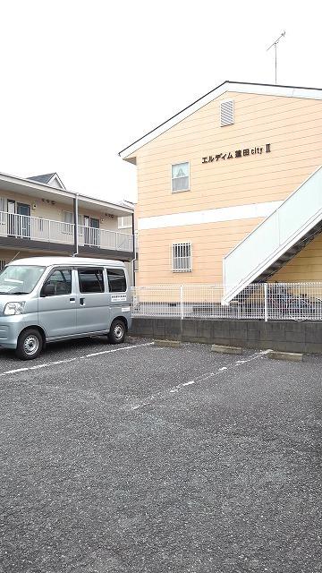 エルディム蓮田シティⅡ 01020号室の駐車場