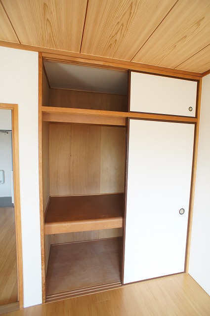 サンライフコート 02050号室の収納