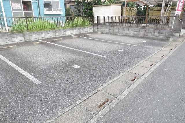 サンライフコート 02050号室の駐車場