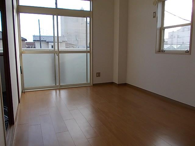 グリーンハイツアサカワ 02020号室のリビング