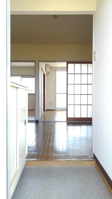 城タウン2 02020号室の玄関